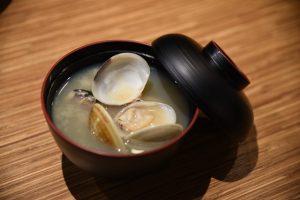 海外にいても出汁のきいた味噌汁は呑みたくなります。